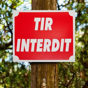 "Panneau ""TIR INTERDIT"" en Akilux 30 x 25 cm"