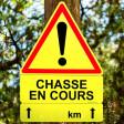 """Panneau triangulaire """"ATTENTION CHASSE EN COURS"""" en akilux 101x70 cm"""